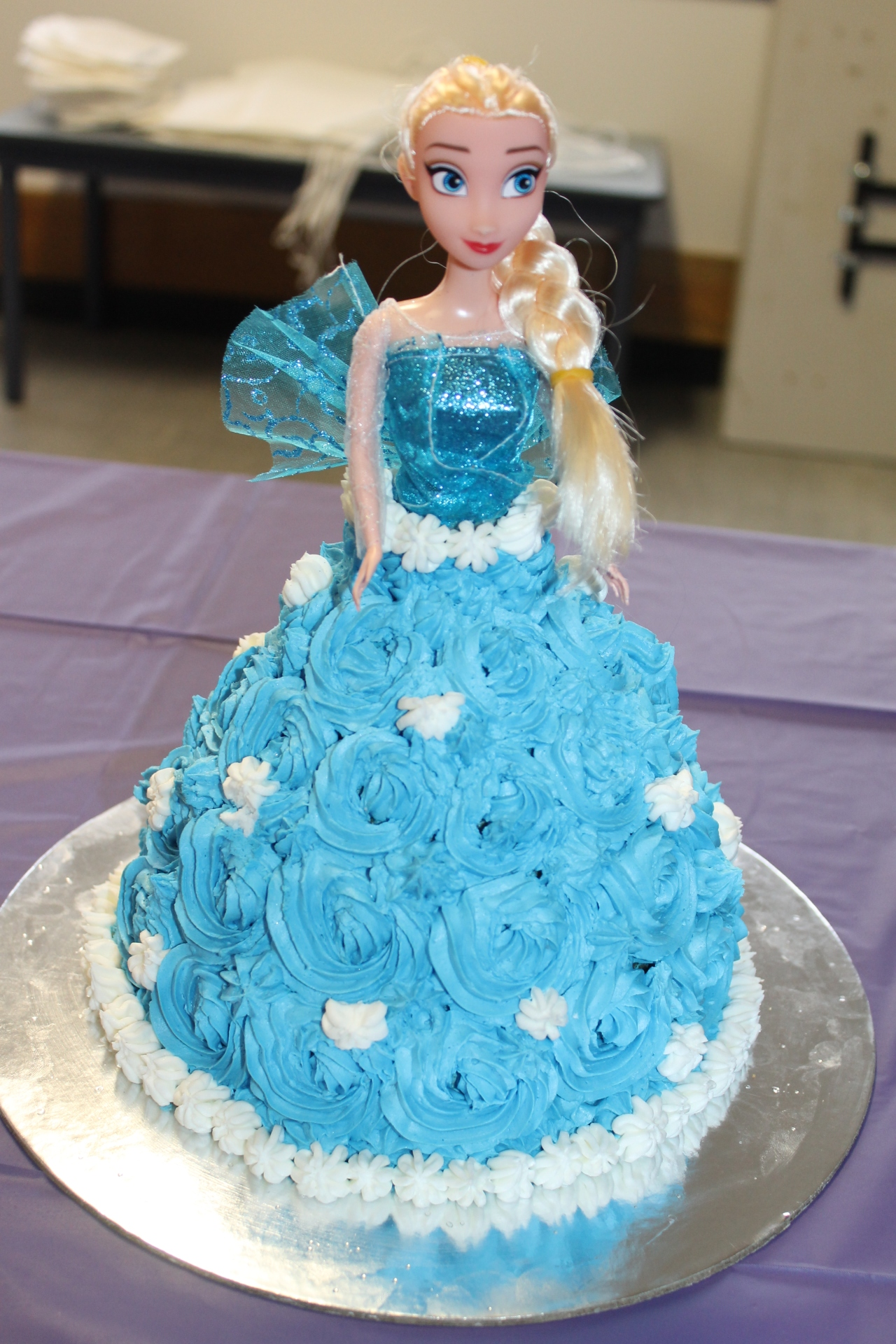 Frozen Cake – Elsa & Anna | It's All About Food